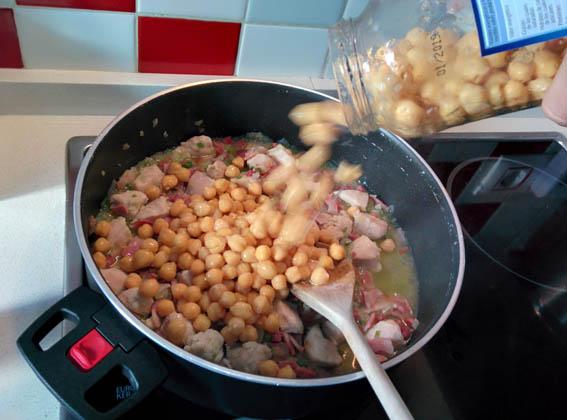 garbanzos con pollo y bacon 08