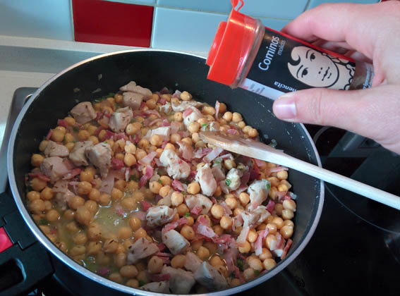 garbanzos con pollo y bacon 10