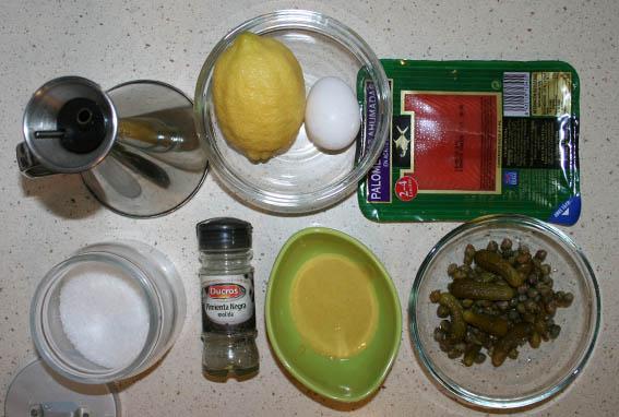 ensalada de salmón, pepinillos y alcaparras 15