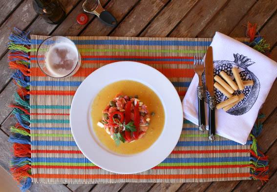 ensalada de salmón, pepinillos y alcaparras 26