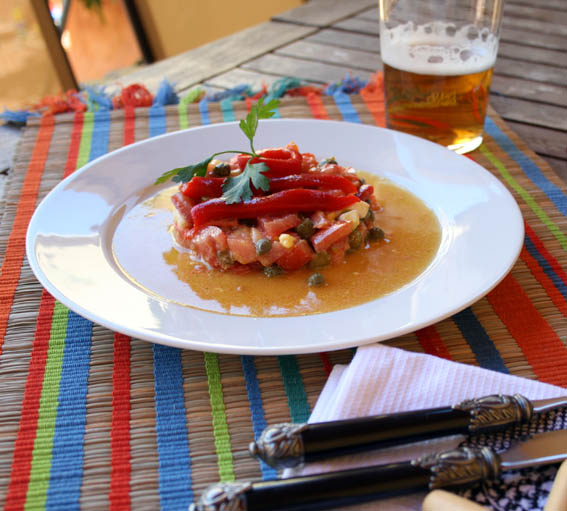 ensalada de salmón, pepinillos y alcaparras 27