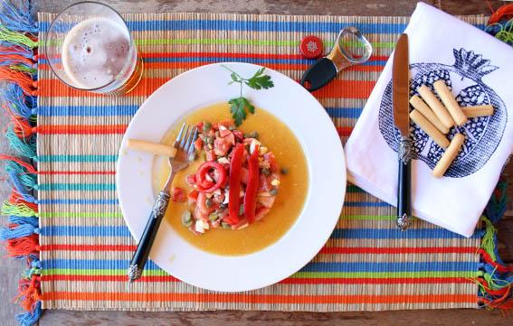 ensalada de salmón, pepinillos y alcaparras 28