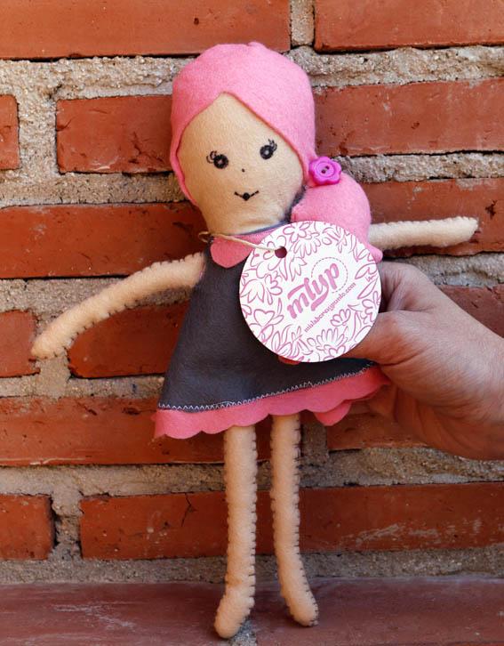 muñeca de fieltro 16