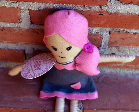 muñeca de fieltro 2