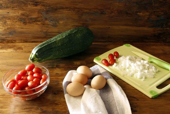 Tortilla de calabacín y tomates cherry 5