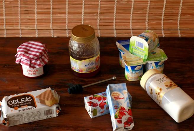Helado de yogur y mermelada de fresa 1