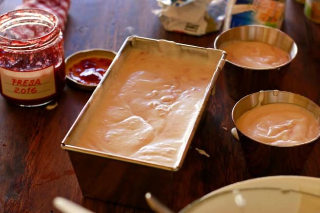 Helado de yogur y mermelada de fresa 9